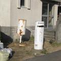 徳島県藍住町の勤労青少年ホーム前の白ポスト二つ。(2015年)