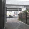 山陽本線姫路駅近くの内々環状西線沿い高架下の、かつて地下道東にあったらしい白ポストと周囲。(2015年)