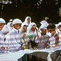 写真: 子供達の石投げの練習@カイロ