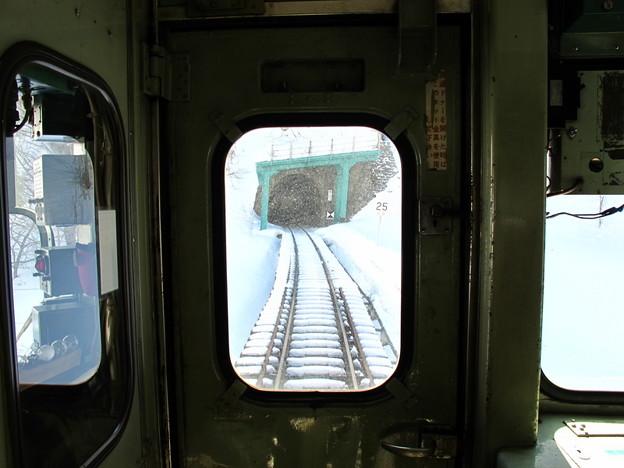 写真: 大糸線キハ52-156後方車窓6
