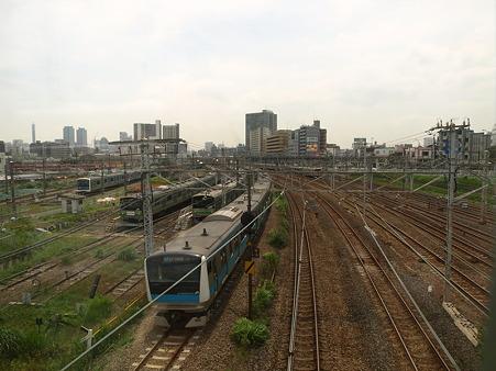 E233系と東神奈川車庫