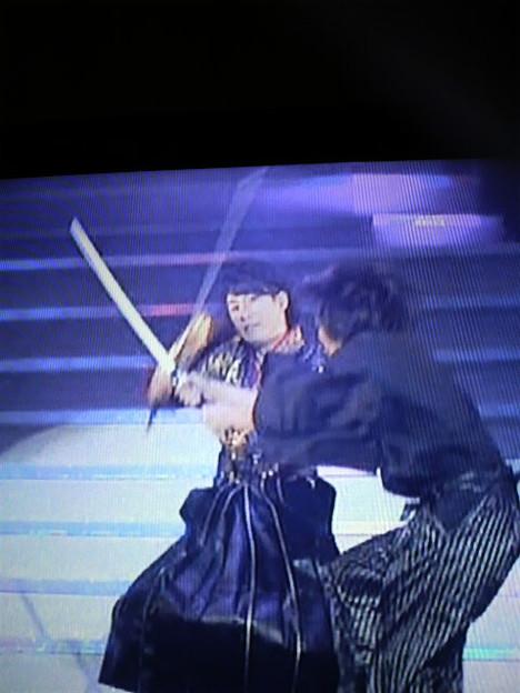 んで鈴村さんは片手に刀、片手にマイクwwwwwwwかっけええええ!!!