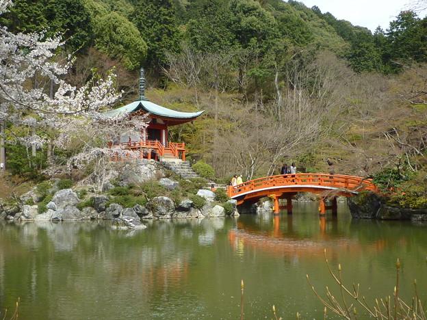弁天堂と朱塗りの輪橋 Benten-do & Arched red bridge