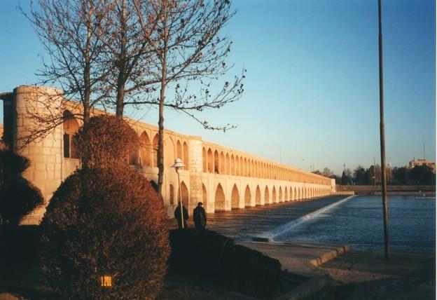 33橋とザーヤンデ川,イラン Siosepol bridge over Zayandeh River,Iran