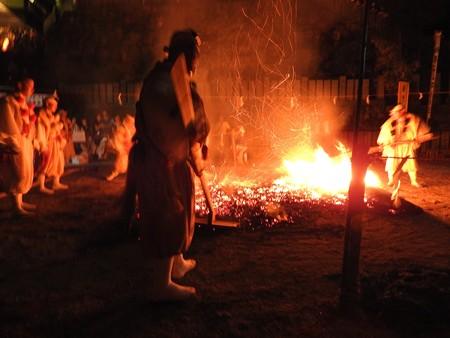 狸谷山不動院 火渡り祭21 火床作り
