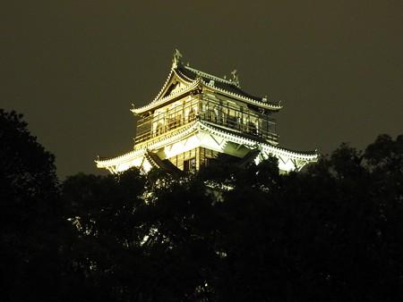 広島城ライトアップ03 釣鐘型の華頭窓