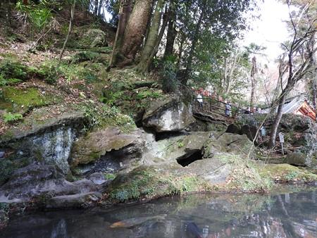 石山寺19 くぐり岩