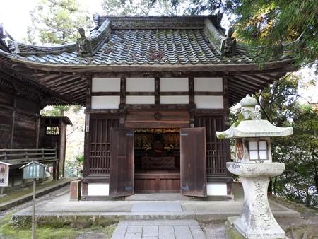 石山寺32 椙に寄り添う観音堂