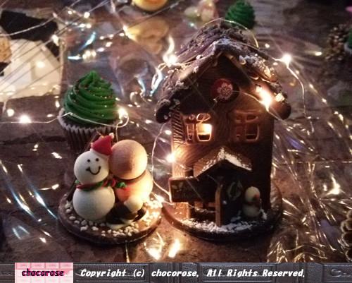Photos: お菓子の雪だるまとお菓子の家とブラウニーの石畳
