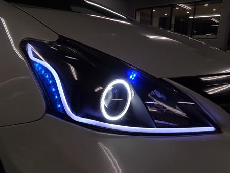 プリウスα 千葉県 NEWアウディ風LED取付 ホワイト右