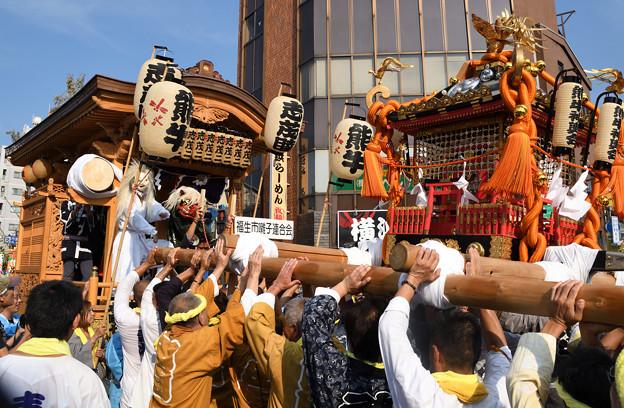 山車と神輿の競演