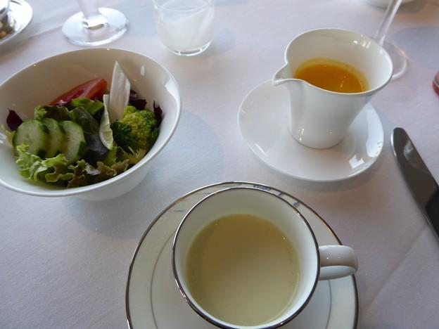 モーニングスープとサラダ