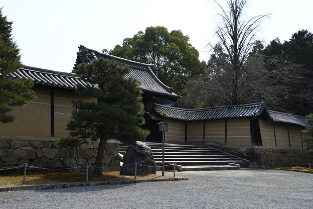 門跡寺院のラインが入る塀