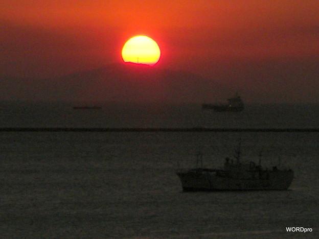 マニラ湾、サマット山の十字架と夕陽