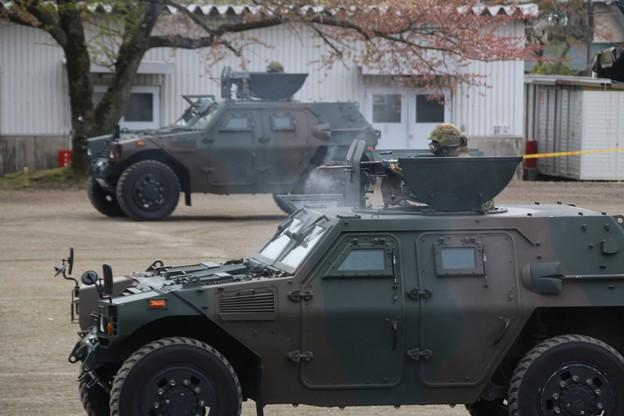 軽装甲機動車 機関銃射撃