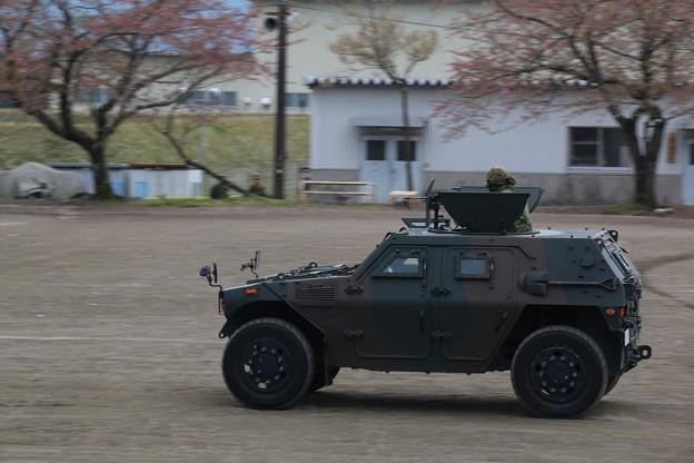 軽装甲機動車 前進