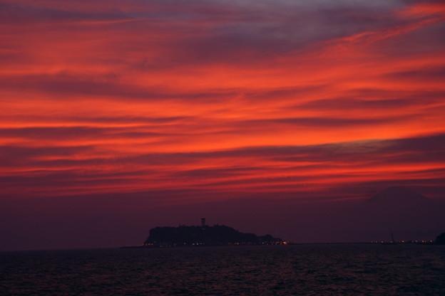 Photos: 茜色に染まる江ノ島!