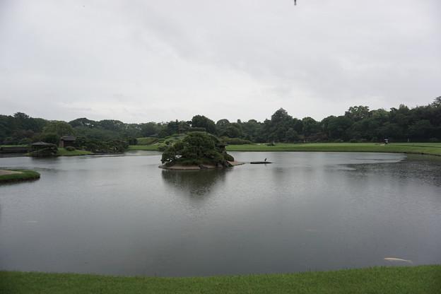 雨の後楽園