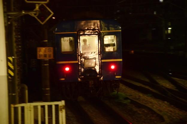 Photos: 小山11番を通過する遅れの北斗星号