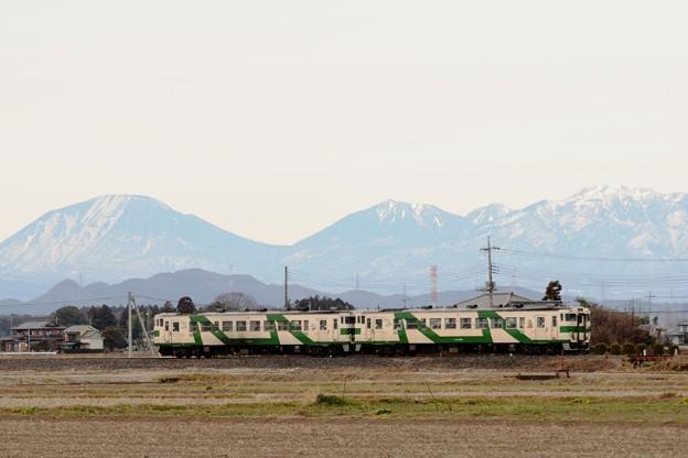 Photos: 日光連山とキハ40烏山線色