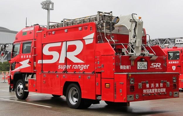 横浜市消防局 lll型救助工作車(後部)