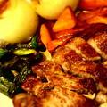 Photos: ふるさと納税のお礼第2弾、ホエー豚!相変わらずの鉄鍋蒸し焼き。肉...
