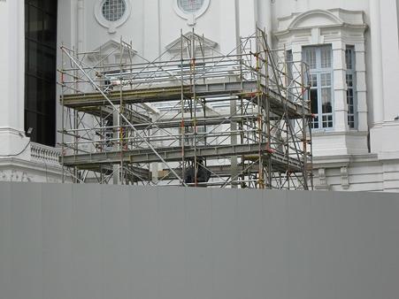 20101231 工事中(?)のラッフルズ卿像