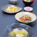今晩は、白菜豚柚子、平鯵南蛮漬け人参玉ねぎ、ゆり根の玉じめ三つ葉、紅大根漬物、豆腐とわかめの味噌汁、ご飯