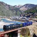 球磨川と列車