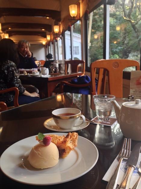 ずっと来たかったホテルのカフェでずっと食べてみたかったアップルパイがシナモンがつん&甘みさっぱりの大人味=ズバリ私ごのみに加えてwi-fiフリーとかもう最高すぎて笑い止まんない♪