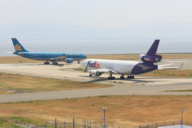 写真: ベトナム航空 フェデックス