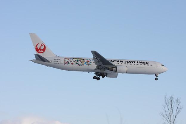 B767-300 JA656J ドラえもんJET 2013.01