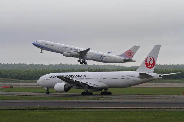 B777 JALとA340 CAL