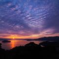 写真: 夕陽 空をまだらに染めて