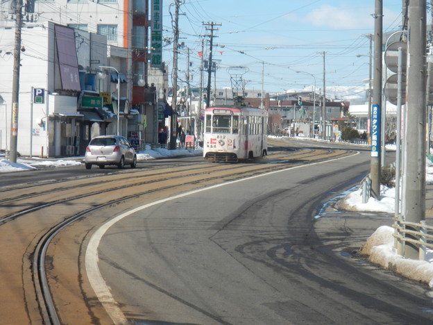 Hakodate 812 on S-curve
