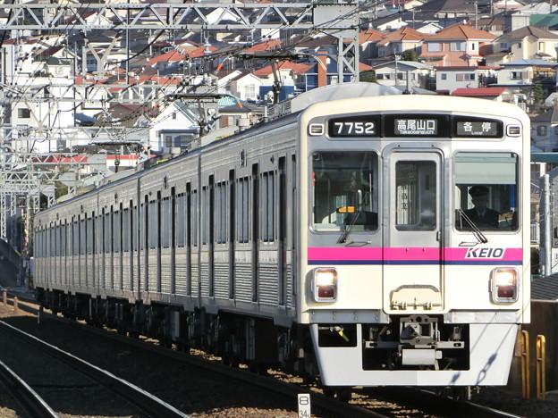 京王7000系(7702F) 各駅停車高尾山口行き