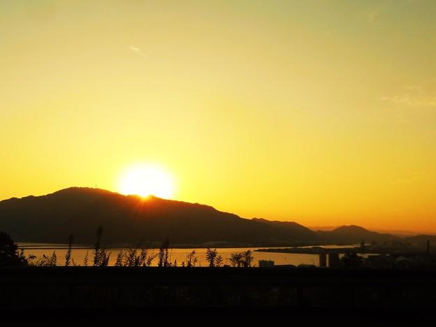 初冬の筆影山の夕陽 in 糸崎の丘
