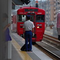 Photos: 駅員さんと赤い列車