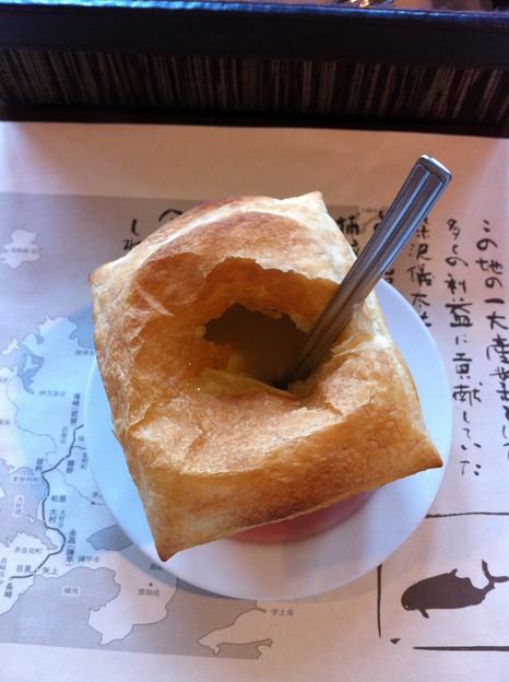 ぎゅう丸のパイ包みポタージュ