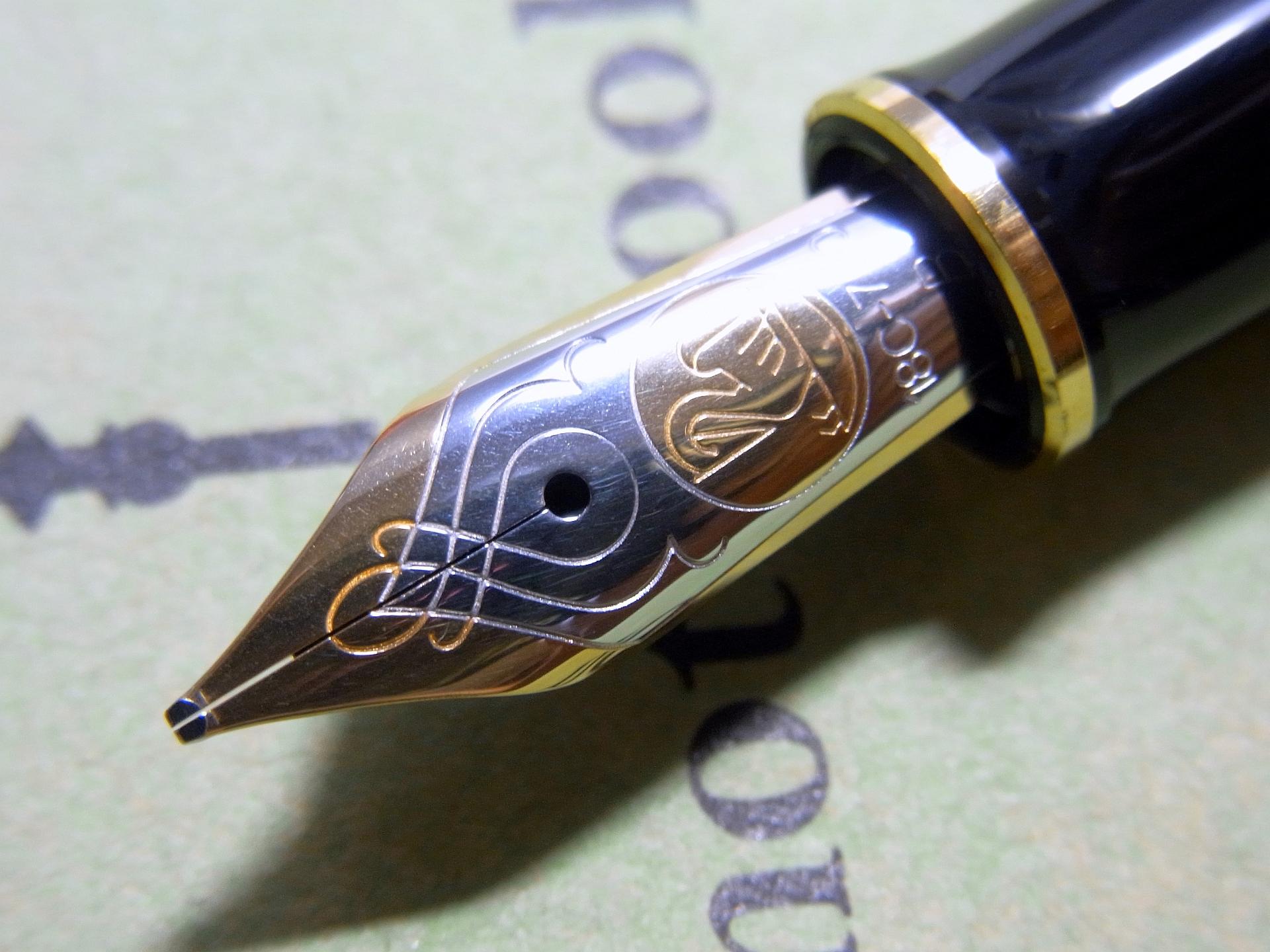Pelikan M800 nib zoom