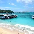 写真: レンボンガン島到着、海もキレイ