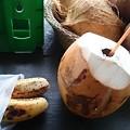 Photos: 小バナナ5本で40円を買ったらココナッツをくれました、たぶんそれの方が高いと思う?