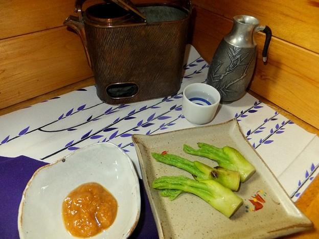 タラの芽を茹でて酢味噌