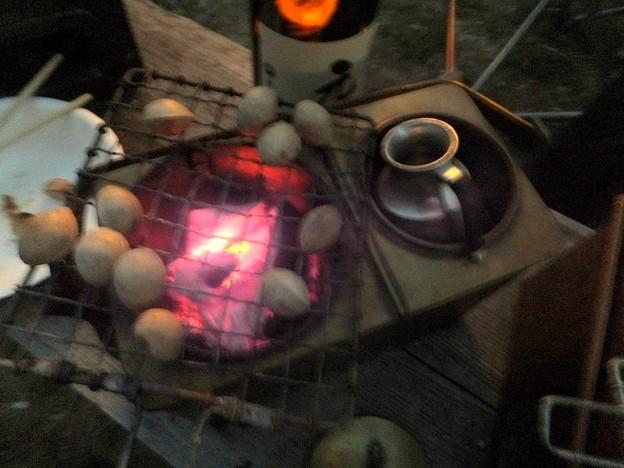 Photos: 燗銅壺は次々とスタンバイ