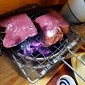 燗銅壺で牛タンを焼く