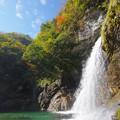 飛沫舞う滝