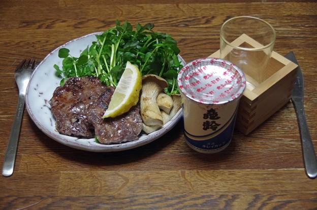 IMGP4328東広島市、亀齢と牛タンステーキ天然クレソン添え