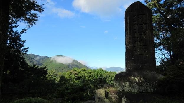 Photos: 河村城(足柄上郡山北町)城址碑とまた見れない富士