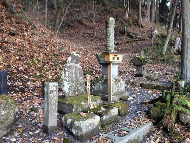 法華寺/上社神宮寺跡(諏訪市)吉良左兵衛義周墓