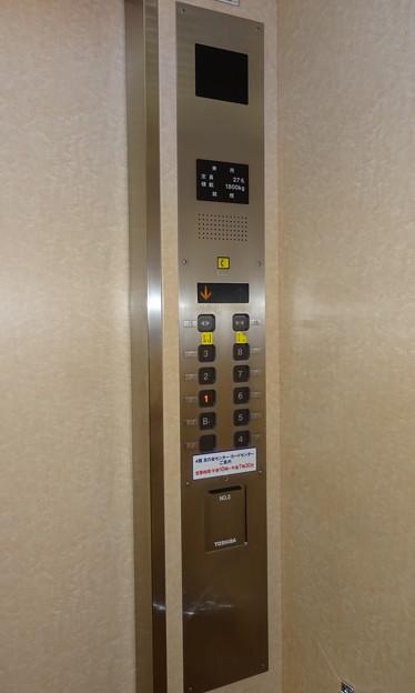 東武百貨店船橋店1番地のエレベーター操作盤(東芝製)